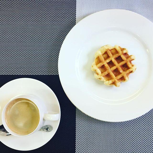 おはようございます❣️ 本日、11月25日金曜日も通常営業しています♪シンプルな朝食にベルギーワッフル🇧🇪 甘いバターの香りとワッフルシュガーの心地良い食感、幸せな朝をお約束します 今日も美味しいワッフル&ナポリタンを作ってお待ちしています♪#オリオンスイート #ワッフル #ベルギーワッフル #スイーツ #モーニング #朝食 #栃木 #宇都宮 #ランチ #ナポリタン #スパゲティ #パスタ #いちご #苺 #イチゴ #ストロベリー #ブランチ #アフタヌーンティー #女子会 #ショコラ #チーズケーキ #コーヒー #紅茶 #ORIONSWEET #waffles #cafe #coffee #tea #pasta