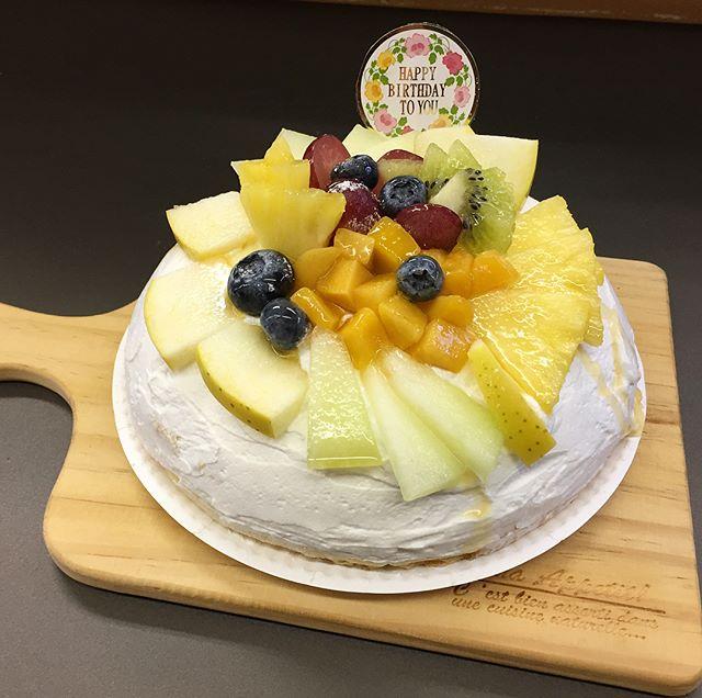 .おはようございます❣️.本日、10月20日金曜日も通常営業しています♪.昨日は誕生日のオーダーでワッフルケーキを作りました.フルーツいっぱいで.今日も美味しいワッフル&ナポリタンを作ってお待ちしています♪..#オリオンスイート #ワッフル #ベルギーワッフル #ナポリタン #パスタ #スパゲティ #ケーキ #フルーツ #栗 #モンブラン #パンプキン #かぼちゃ #栃木 #宇都宮 #カフェ #レストラン #ランチ #ディナー #アフタヌーンティー #女子会 #デリスタグラマー #インスタ映え #秋 #紅葉 #ハロウィン #orionsweet #waffles #cafe #lanche #delistagrammer