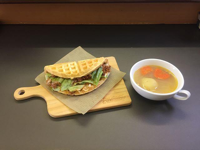 .おはようございます.本日、2月12日も通常営業しています❣️.ワッフルの生地で包んだワッフルタコス🌮.スープと一緒にランチに如何でしょう.今日も美味しいワッフル&ナポリタンを作ってお待ちしています❣️..#オリオンスイート #ワッフル #ベルギーワッフル #ナポリタン #パスタ #タコス #とちおとめ #栃木 #宇都宮 #カフェ #ランチ #ディナー #アフタヌーンティー #デリスタグラマー #インスタフード #インスタグラマー #インスタ映え #女子会 #コーヒー #紅茶 #orionsweet #waffles #cafe #lunch #pasta #tacos #delicious #delistagrammer #instagood #instafood