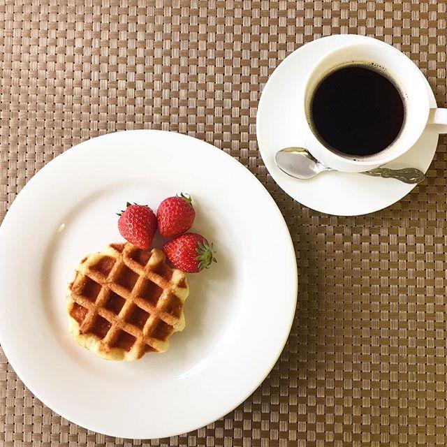 .おはようございます.本日、4月5日木曜日も通常営業しています❣️.昨日は4月なのに夏日.今日は朝から爽やかな陽気に逆戻りして気持ち良い朝です.そんな朝はワッフルモーニング.今日も美味しいワッフル&ナポリタンを作ってお待ちしています❣️..#オリオンスイート #ワッフル #ベルギーワッフル #ナポリタン #パスタ #パフェ #ワッフルソフト #栃木 #宇都宮 #カフェ #ランチ #アフタヌーンティー #女子会 #桜 #とちおとめ #いちご #デリスタグラマー #インスタフード #インスタグラマー #インスタ映え #orionsweet #waffles #cafe #lunch #pasta #delicious #instagood #instafood #instagramers #coffee