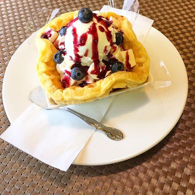 .おはようございます.本日、4月9日月曜日も通常営業しています❣️.ブルーベリーとチーズケーキのワッフルパフェ.バニラアイスも乗っています.今日も美味しいワッフル&ナポリタンを作ってお待ちしています♪..#オリオンスイート #ワッフル #ベルギーワッフル #ナポリタン #パスタ #パフェ #ワッフルパフェ #栃木 #宇都宮 #カフェ #ランチ #アフタヌーンティー #女子会 #デリスタグラマー #インスタフード #インスタ映え #始業式 #コーヒー #紅茶 #orionsweet #waffles #cafe #lunch #pasta #delicious #instagood #instafood #instalike #instagramers