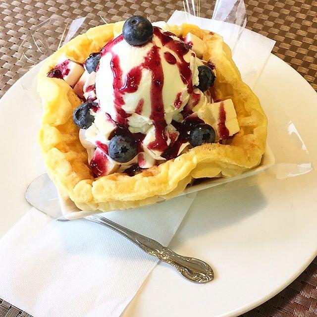.おはようございます.本日、7月2日月曜日も通常営業しています❣️.今日も35度の予報が出ているオリオンスイート地方です.朝から快晴で気温上昇中です.旬のブルーベリーチーズケーキのパフェは如何.暑さも忘れる美味しさです.今日も美味しいワッフル&ナポリタンを作ってお待ちしています❣️..#オリオンスイート #ワッフル #ベルギーワッフル #ナポリタン #パフェ #パスタ #ブルーベリー #チーズケーキ #栃木 #宇都宮 #カフェ #ランチ #宇都宮カフェ #宇都宮ランチ #女子会 #アフタヌーンティー #食べ放題 #コーヒー #紅茶 #orionsweet #waffles #cafe #lunch #pasta #blueberry #delicious #instapic #instalike #instafood #instagramers